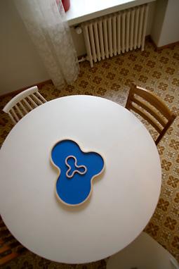 テーブルに湖.jpg